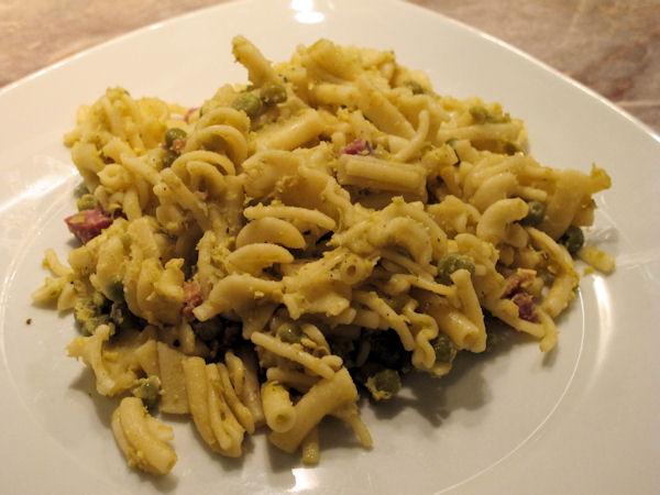 Neapolitan Pasta e Piselli con Uova