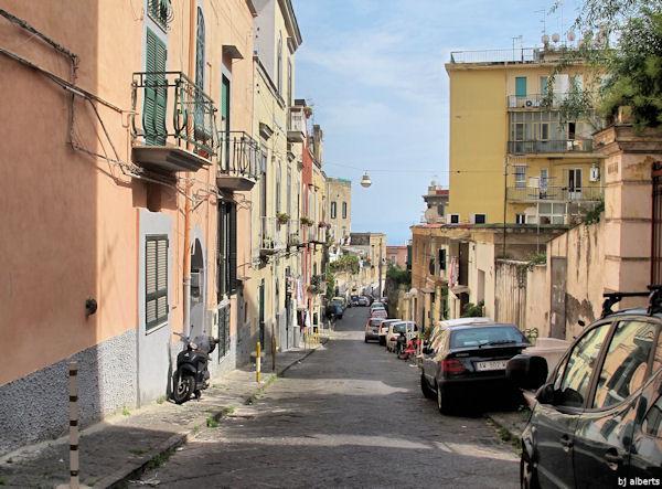 Calata San Francesco between Via Belvedere and Via Aniello Falcone