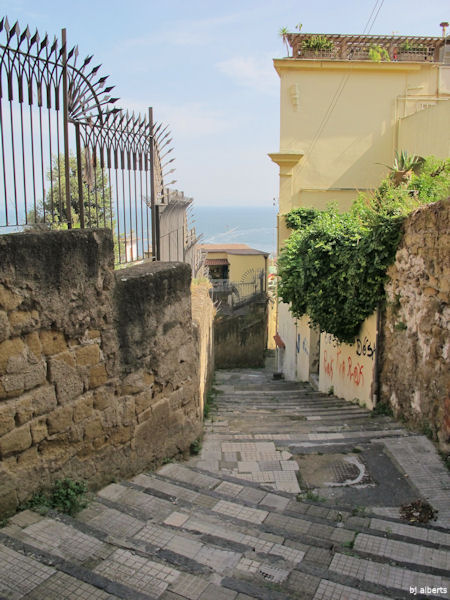 The steps of Calata San Francesco between Via Ainello Falcone and Via Tasso