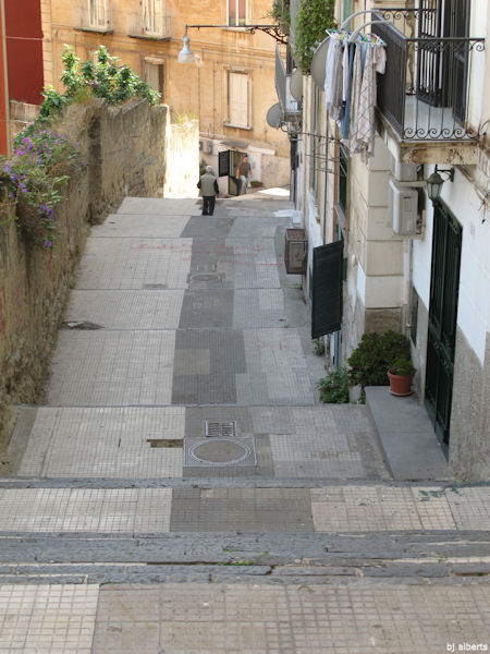 Calata San Francesco between Via Tasso and Corso Vittorio Emanuele