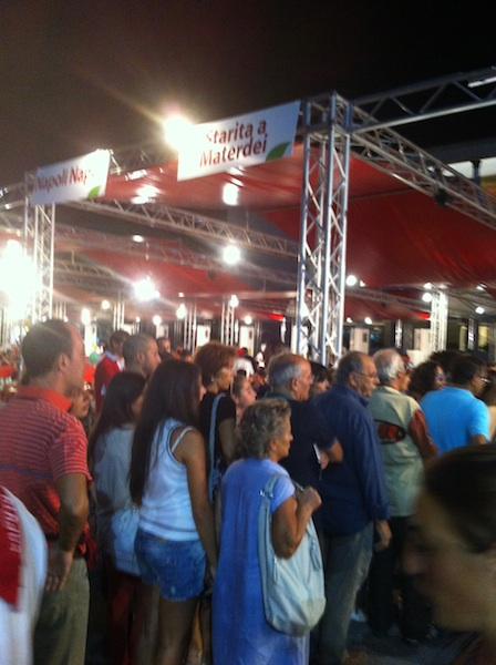 Crowds line up for a Starita Pizza at Napoli Pizza Village 2011