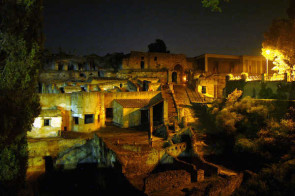 Friday at the ruins: Evening guided tours of the ruins of Herculaneum